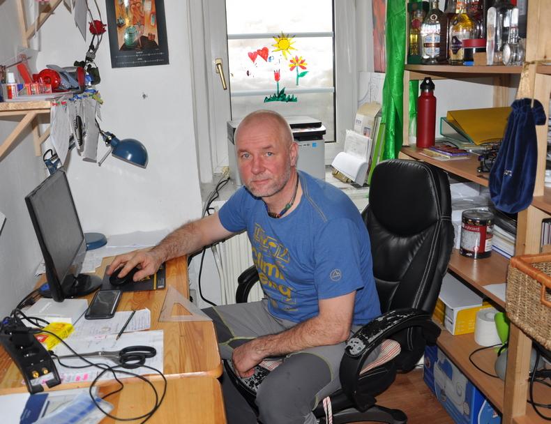Chatár Tomáš Petrík začína písať zápisník