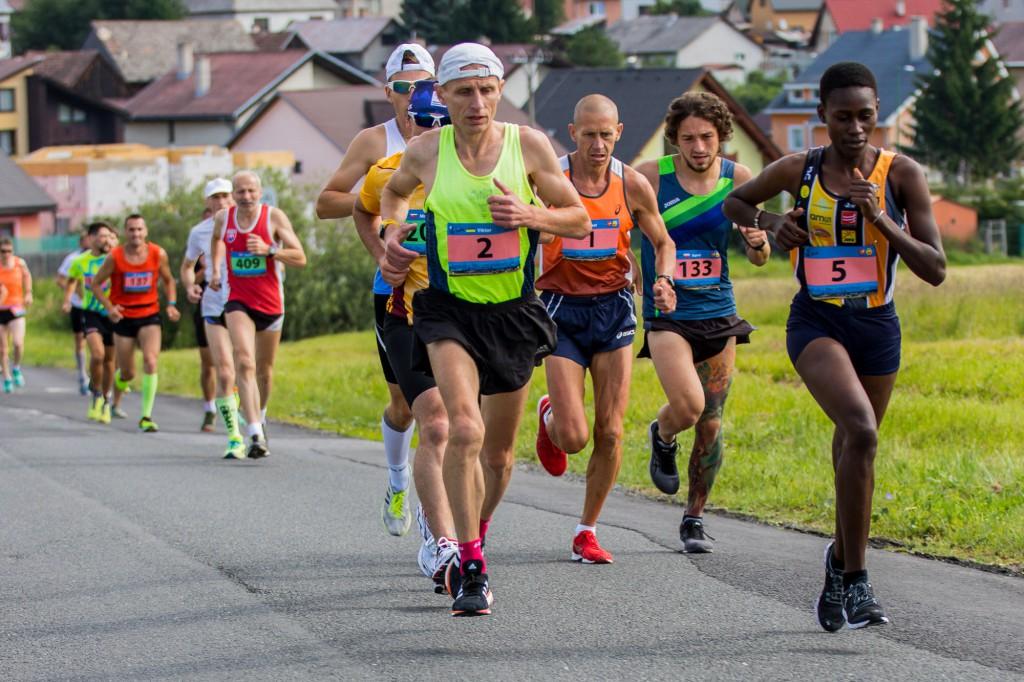 Keňanovi Chegemu do zdolania rekordu na 41. Malom štrbskom maratóne chýbala minúta
